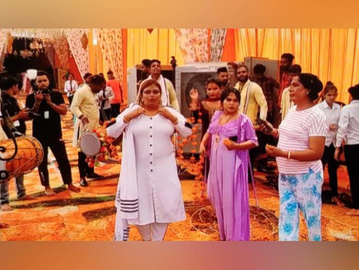 किन्नर समाज ने हिसार में आयोजित सम्मेलन से पहुंचे समुदाय के प्रतिनिधि। - Dainik Bhaskar