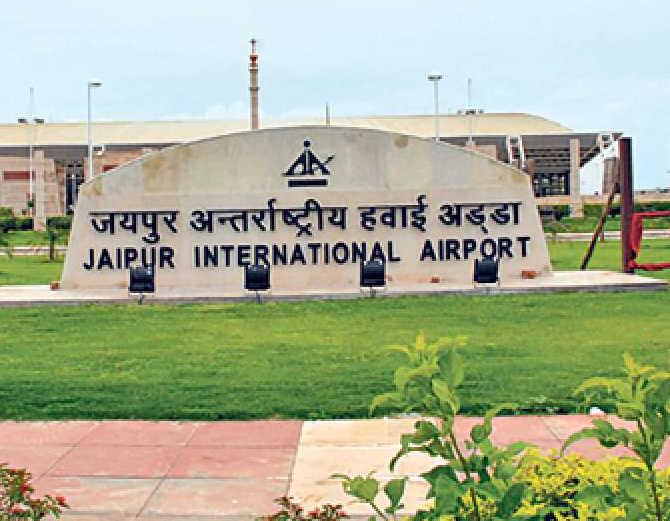 जयपुर से 20 फ्लाइट्स रोजाना उड़ान भर रहीं, ऑपरेट करने में इंडिगो फर्स्ट और रद्द करने में गो फर्स्ट आई लास्ट|जयपुर,Jaipur - Dainik Bhaskar