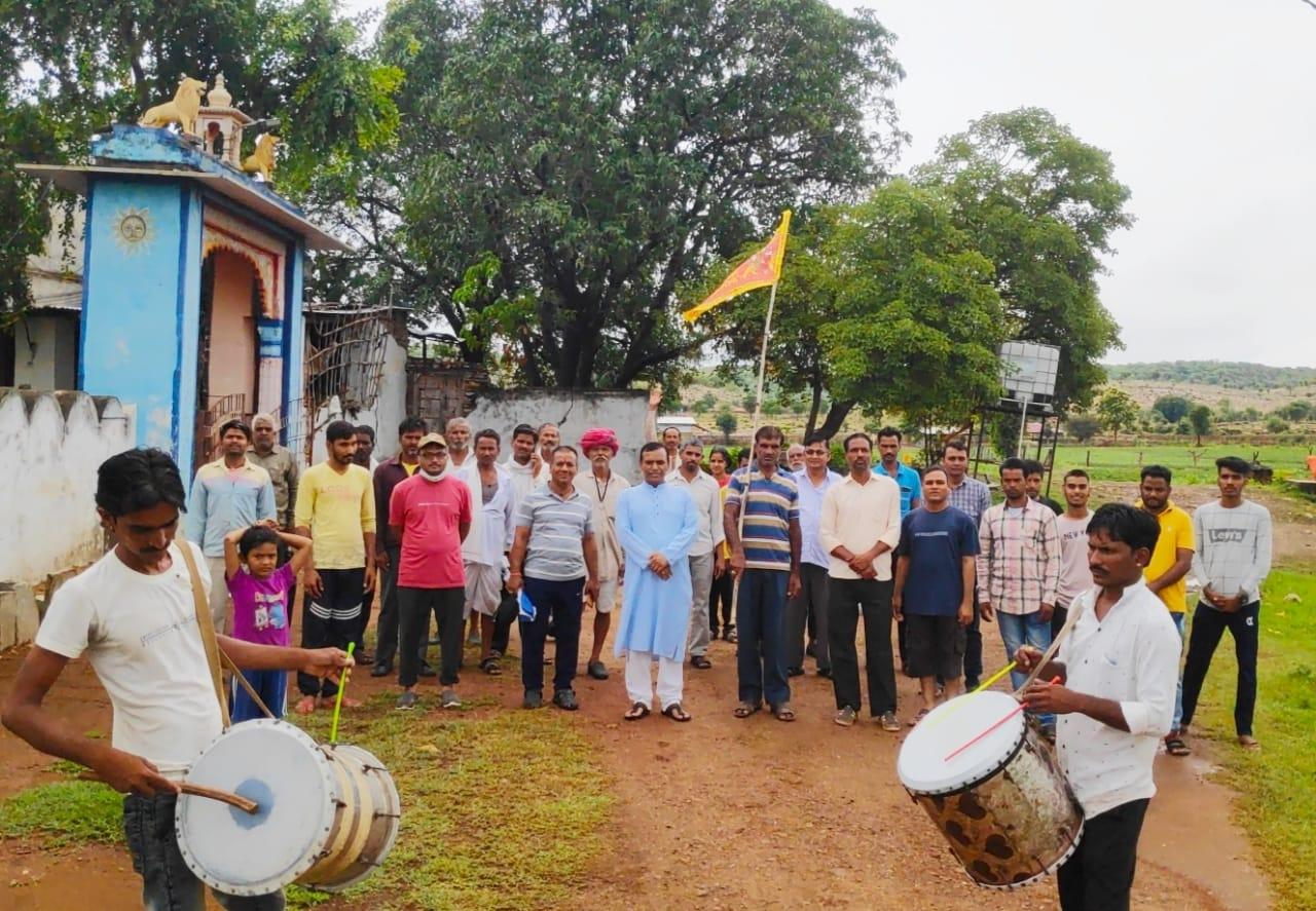 भूखी माता मंदिर तक ग्राम वासियों ने की पदयात्रा। - Dainik Bhaskar