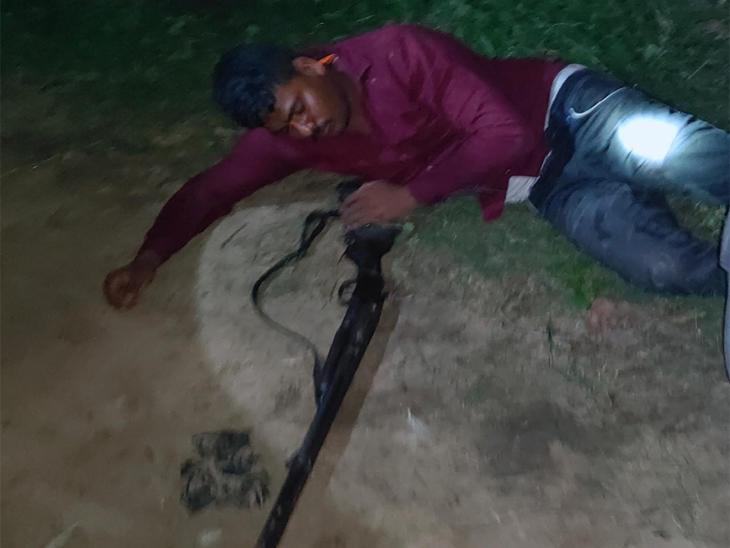 घायल बदमाश बीते दिनों झंगहा इलाके के पोखरा टोले में हुई दिव्या दूबे हत्याकांड में भी शामिल था। - Dainik Bhaskar