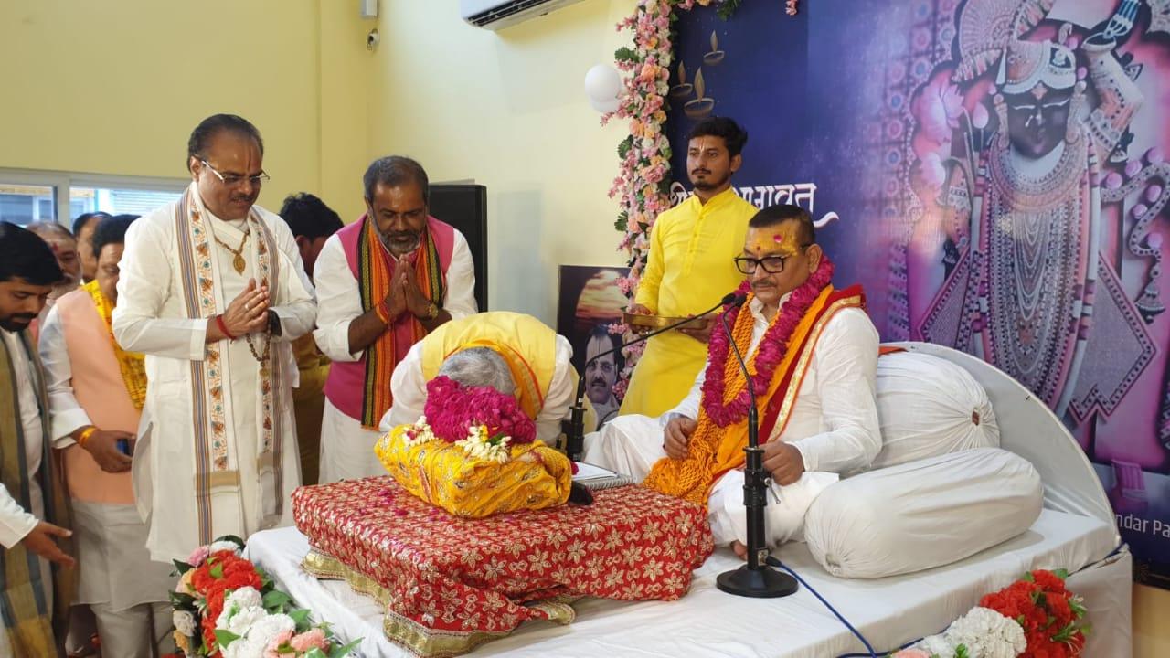 पूर्व डीजीपी गुप्तेश्वर पांडेय खाकी, खादी के बाद अब धर्मगुरु की भूमिका में।