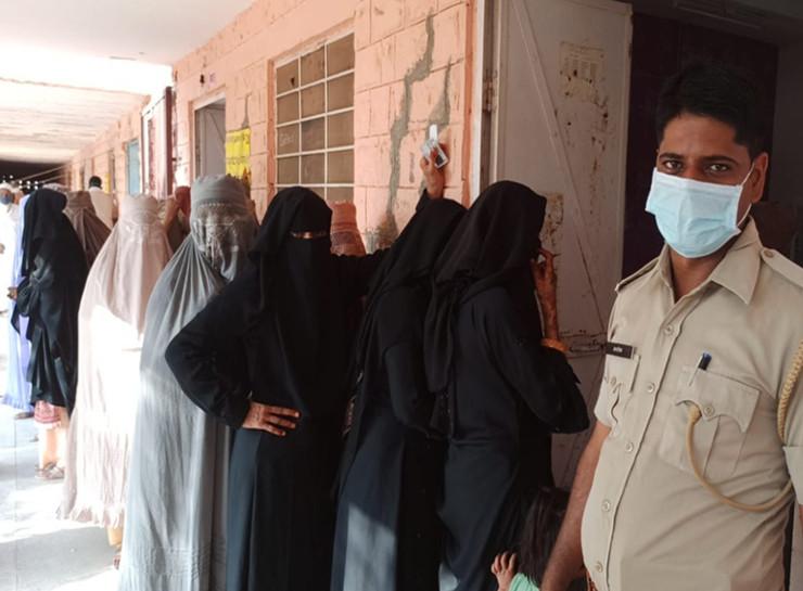 नागौर में सरपंच के लिए उपचुनाव में त्रिकोणीय मुकाबला है। यहां सुबह से मतदाताओं में उत्साह देखा जा रहा है।