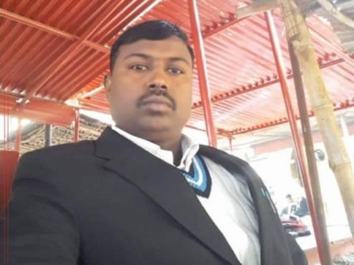 आरोपी पर दर्ज हैं 20 संगीन मामले, गिरफ्तारी से बचने के लिए बना वकील; पुलिस ने ढोल-नगाड़े बजवाकर की कार्रवाई सुलतानपुर,Sultanpur - Dainik Bhaskar