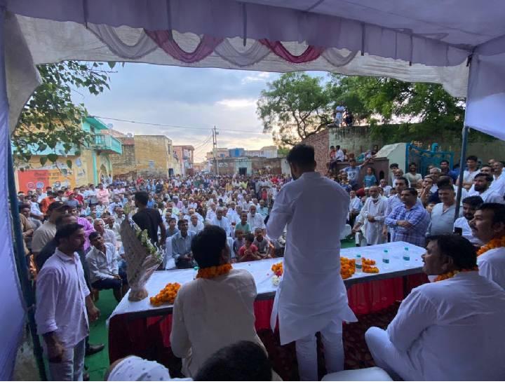 मेरठ के वार्ड 18 काजिमाबाद गांव में गौरव कुसेडी के स्वागत समारोह में उमड़ी भीड़ भूली सामाजिक दूरी