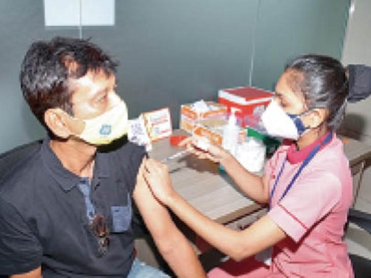 टीकाकरण आज भी, व्यवसायिक इकाइयों के लोगों के लिए 99 केंद्र गुजरात,Gujarat - Dainik Bhaskar