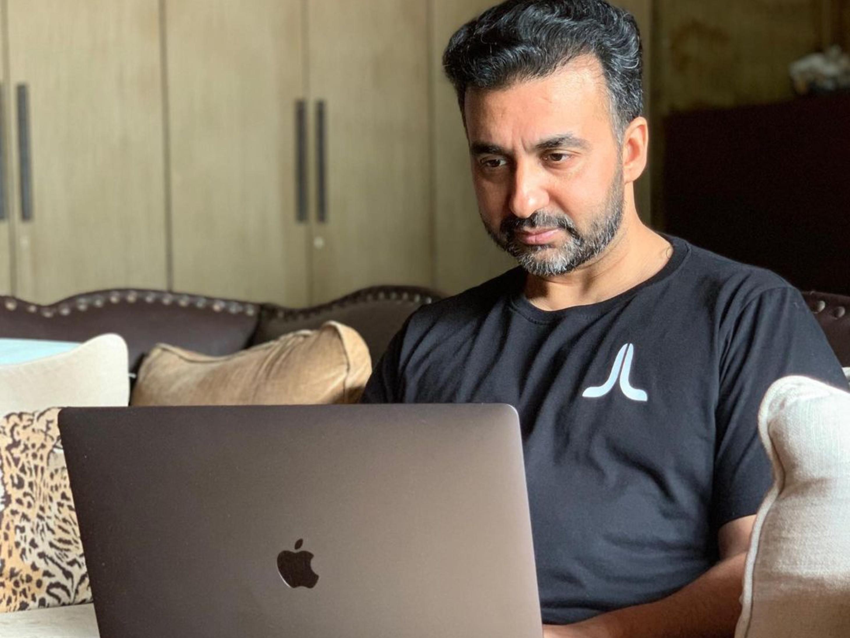Raj Kundra Pornography case: Crime Branch found hidden cupboard in Kundra's Viaan and JL Stream office in Andheri   कुंद्रा के ऑफिस में मिली मिस्ट्री वॉल, दीवार में छिपा रखे थे पोर्न फिल्मों से हो रही कमाई के 'राज'