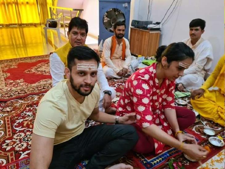बैडिमंटन खिलाड़ी साइना ने प्रयागराज के मंदिर में की पूजा अर्चना, कहा- संगम की आबो हवा ने यहां रुकने के लिए विवश किया|प्रयागराज (इलाहाबाद),Prayagraj (Allahabad) - Dainik Bhaskar