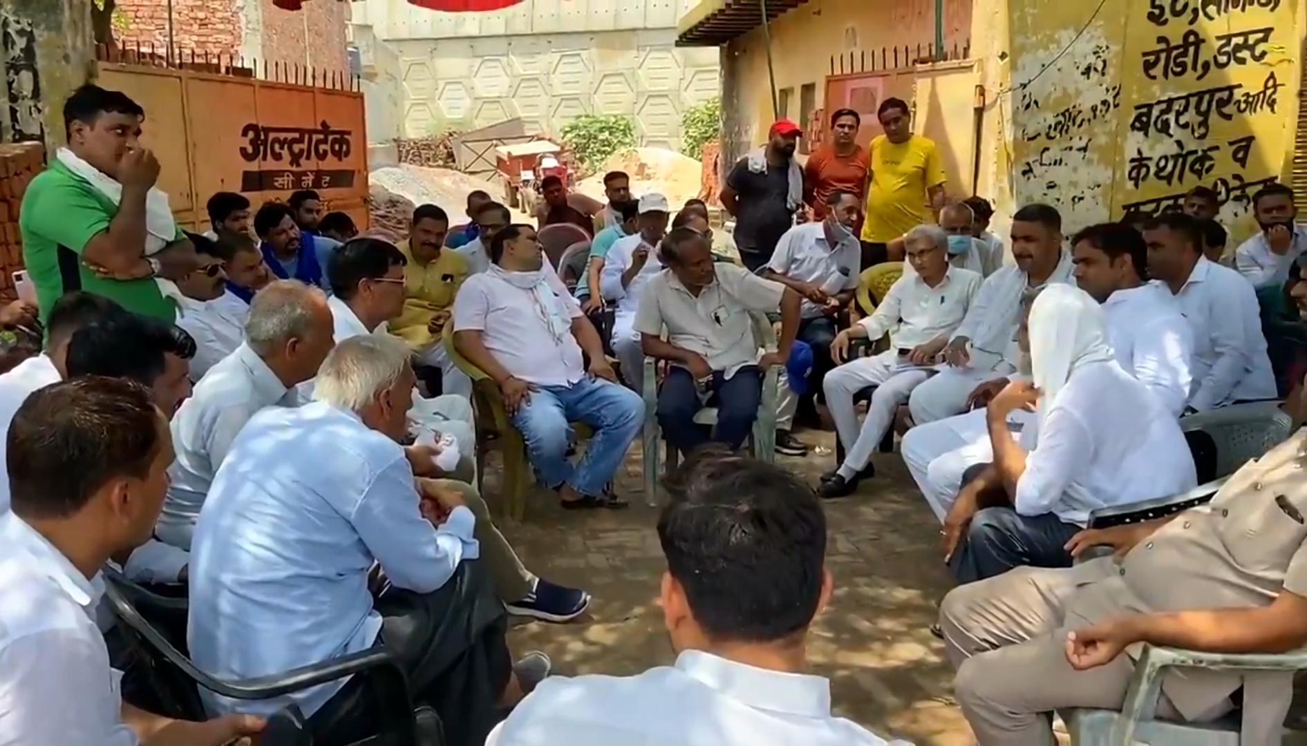 दिल्ली-मेरठ एक्सप्रेस-वे से रास्ता नहीं देने पर बुलाई पंचायत, वादाखिलाफी के बाद लोगों में आक्रोश; आंदोलन का ऐलान|गाजियाबाद,Ghaziabad - Dainik Bhaskar