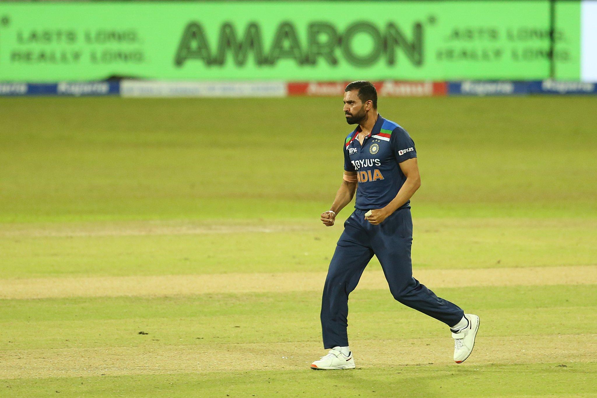 दीपक चाहर ने 1 ओवर में 2 विकेट लिए। उन्होंने असलंका और हसारंगा को आउट किया।