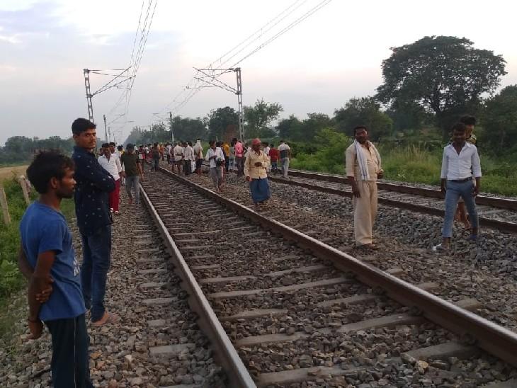 दो बच्चों संग ट्रेन के सामने कूदी विवाहिता; मां व बेटी की मौत, हाथ छुड़ाकर भागा बेटा बाल बाल बचा|प्रयागराज (इलाहाबाद),Prayagraj (Allahabad) - Dainik Bhaskar