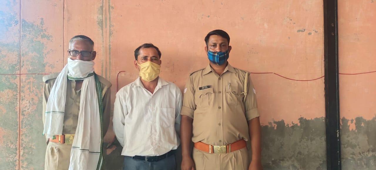 शिकायत पर पुलिस ने टीचर को किया गिरफ्तार, 3 घंटे में ही पकड़ा गया आरोपी|मथुरा,Mathura - Dainik Bhaskar