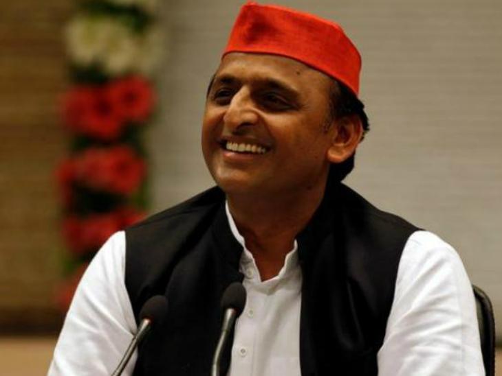 रविवार को सपा अध्यक्ष अखिलेश यादव के साथ पार्टी के पांच ब्राह्मण नेताओं ने करीब ढाई घंटे लंबी बैठक कर चिंतन-मंथन किया। - Dainik Bhaskar