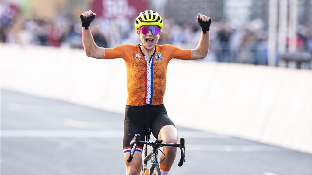 नीदरलैंड की साइक्लिस्ट ने गफलत में जश्न भी मना लिया, 1.15 मिनट पहले ऑस्ट्रिया की एथलीट जीत चुकी थी रेस टोक्यो ओलिंपिक,Tokyo Olympics - Dainik Bhaskar