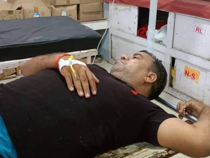 पुलिस से बचने के लिए की थी फायरिंग, जवाबी कार्रवाई में हुआ घायल, महिला की चेन लूटने के मामले में था वांछित|मथुरा,Mathura - Dainik Bhaskar