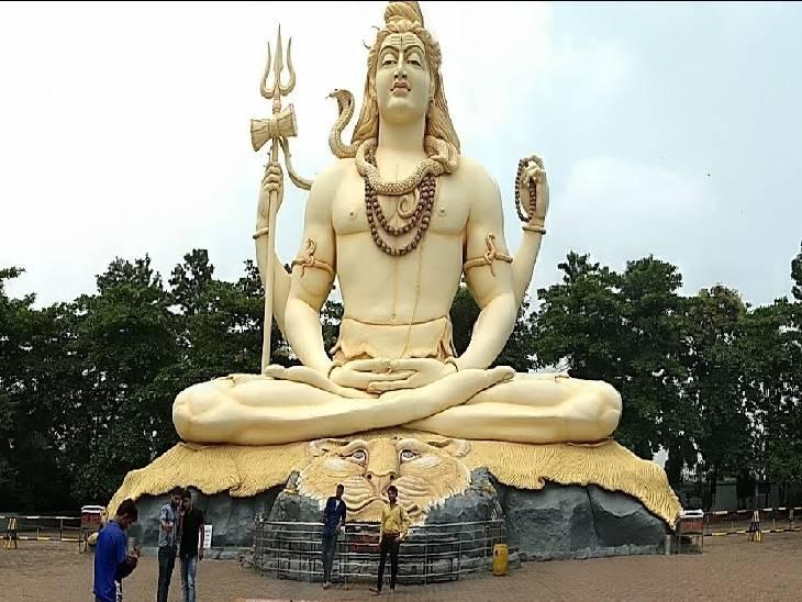 जबलपुर के विजय नगर में स्थित कचनार सिटी में विशाल शिव प्रतिमा।
