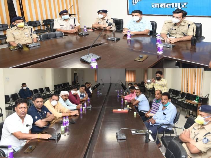 कांवड़ यात्राओं को लेकर अधिकारी बैठक लेते हुए।