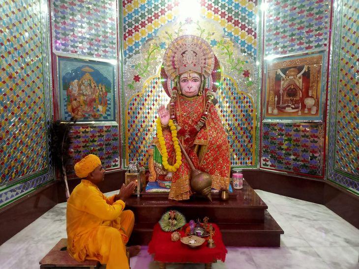 पिता की मौत हुई तो सड़क पर आ गया था परिवार, पहले सब्जी बेची, फिर मूर्ति बनाने का शुरू किया काम;लाखों खर्च कर बना रहे हनुमान मंदिर|अजमेर,Ajmer - Dainik Bhaskar
