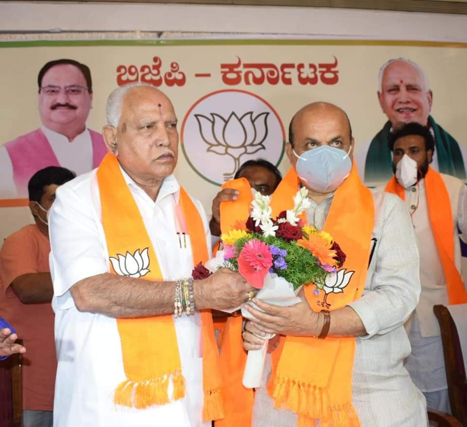येदियुरप्पा ने बोम्मई के नाम की खुद घोषणा की। वे बोम्मई के राजनीतिक गुरु भी हैं।