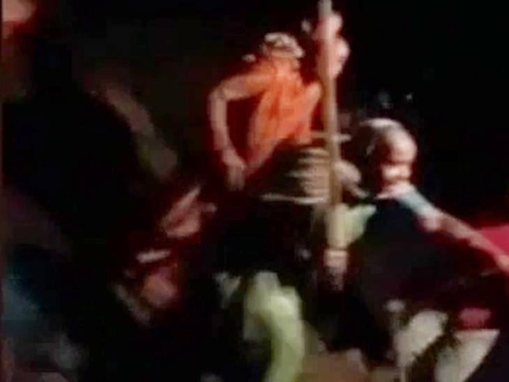 हमले का वीडियो सामने आने पर एफआईआर दर्ज। - Dainik Bhaskar