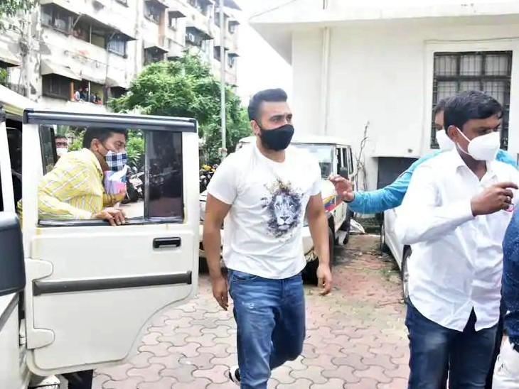 पोर्न मूवीज मामले में मुंबई पुलिस की क्राइम ब्रांच ने 19 जुलाई को राज कुंद्रा को गिरफ्तार किया था।- फाइल फोटो। - Dainik Bhaskar