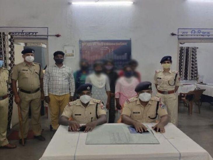 RPF ने इसकी जानाकारी स्थानीय पुलिस को दे दी है। साथ ही लड़कियों को उनके घर भेजने की तैयारी चल रही है। - Dainik Bhaskar