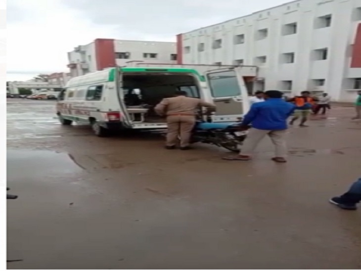 मरीजों को नही नसीब है एम्बुलेंस, दूर दराज से आने वाले मरीजों को करनी पड़ रही मशक्कत, एम्बुलेंस नही मिलने पर निजी वाहनों से अस्पताल आने को मजबूर है मरीज कानपुर,Kanpur - Dainik Bhaskar