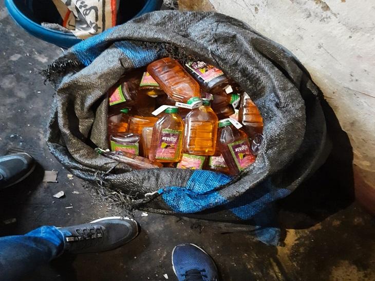 क्राइम ब्रांच ने पकड़ी 1500 लीटर शराब, 20 जिलों में थी सप्लाई, स्पिरिट मिलकर बनाते थे शराब कानपुर,Kanpur - Dainik Bhaskar