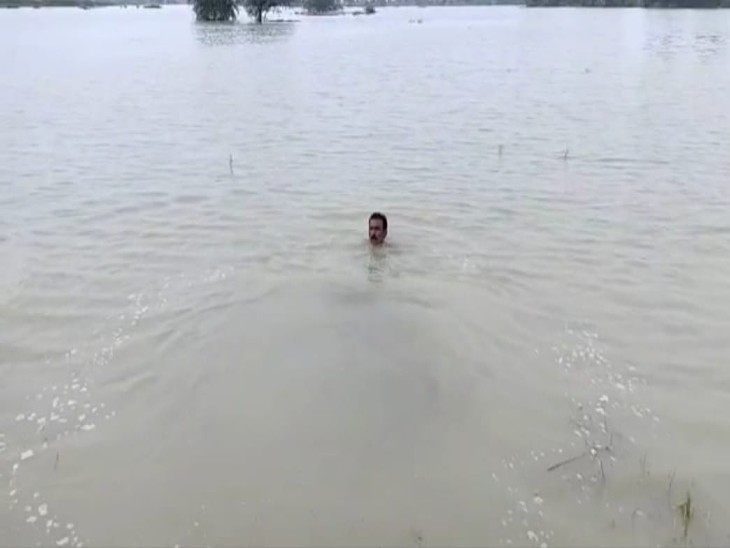 6 गांव के खेतों में भरा पानी, अब किसानों को सता रहा बाढ़ का खतरा फिरोजाबाद,Firozabad - Dainik Bhaskar