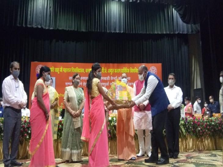 जिन आंगनवाड़ी कार्यकर्ताओं को मुख्यमंत्री योगी सम्मानित करने वाले थे, उनमें 5 की रिपोर्ट पॉजिटिव, मिलने से रोका गया कानपुर,Kanpur - Dainik Bhaskar