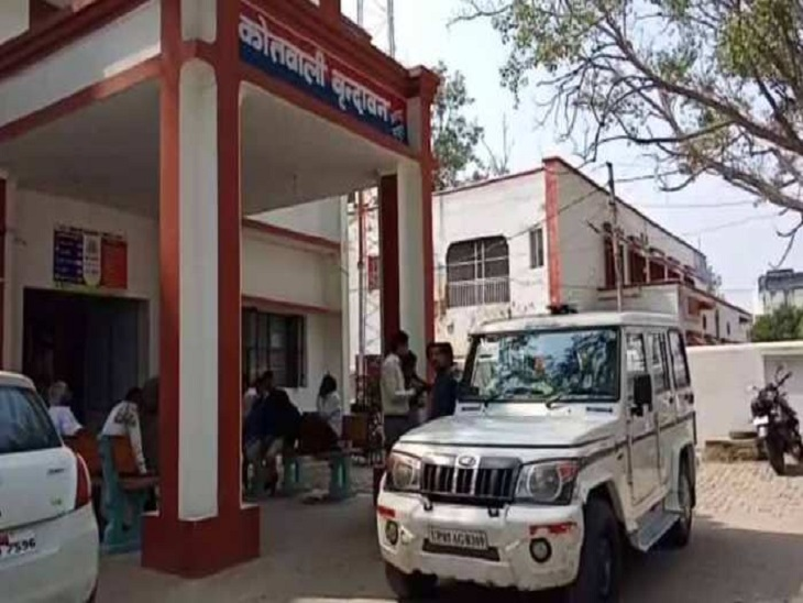मथुरा में RSS के पदाधिकारी समेत 5 घरों में चोरों ने की हजारों की चोरी, CCTV से आरोपी की तलाश में पुलिस|मथुरा,Mathura - Dainik Bhaskar