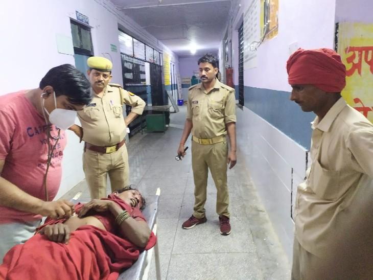 ट्रक के नीचे दबी महिला, 5 घंटे बाद पुलिस ने निकाल अस्पताल पहुंचा; पर नहीं बची जान|वाराणसी,Varanasi - Dainik Bhaskar