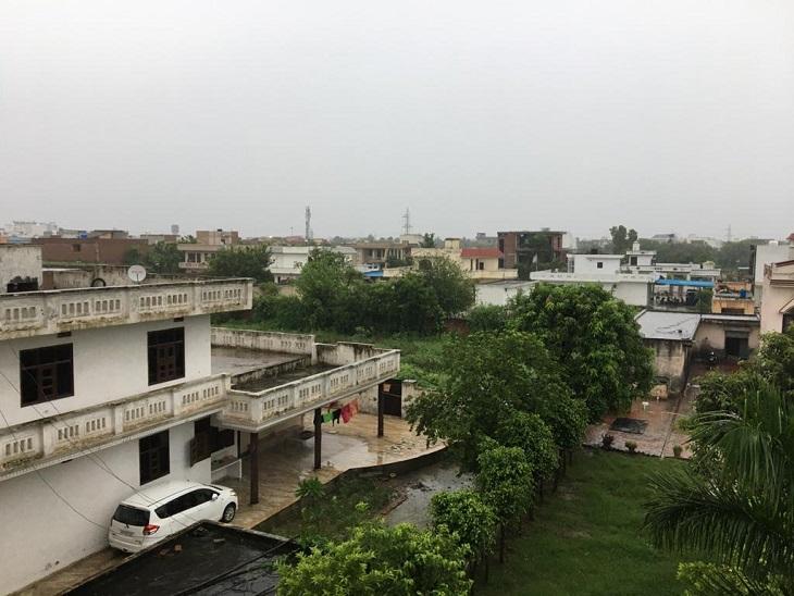 गरज के साथ बरसे बदरा, 3 डिग्री गिरा अधिकतम तापमान, आज और कल दिनभर बारिश के आसार|हरियाणा,Haryana - Dainik Bhaskar