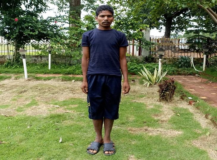 जियाकोड़ता के जंगल में जवानों को देख भाग रहा था5 लाख का इनामी माओवादी, सुरक्षाबलों ने घेराबंदी कर दबोचा; SP बोले-बड़ी सफलता है जगदलपुर,Jagdalpur - Dainik Bhaskar