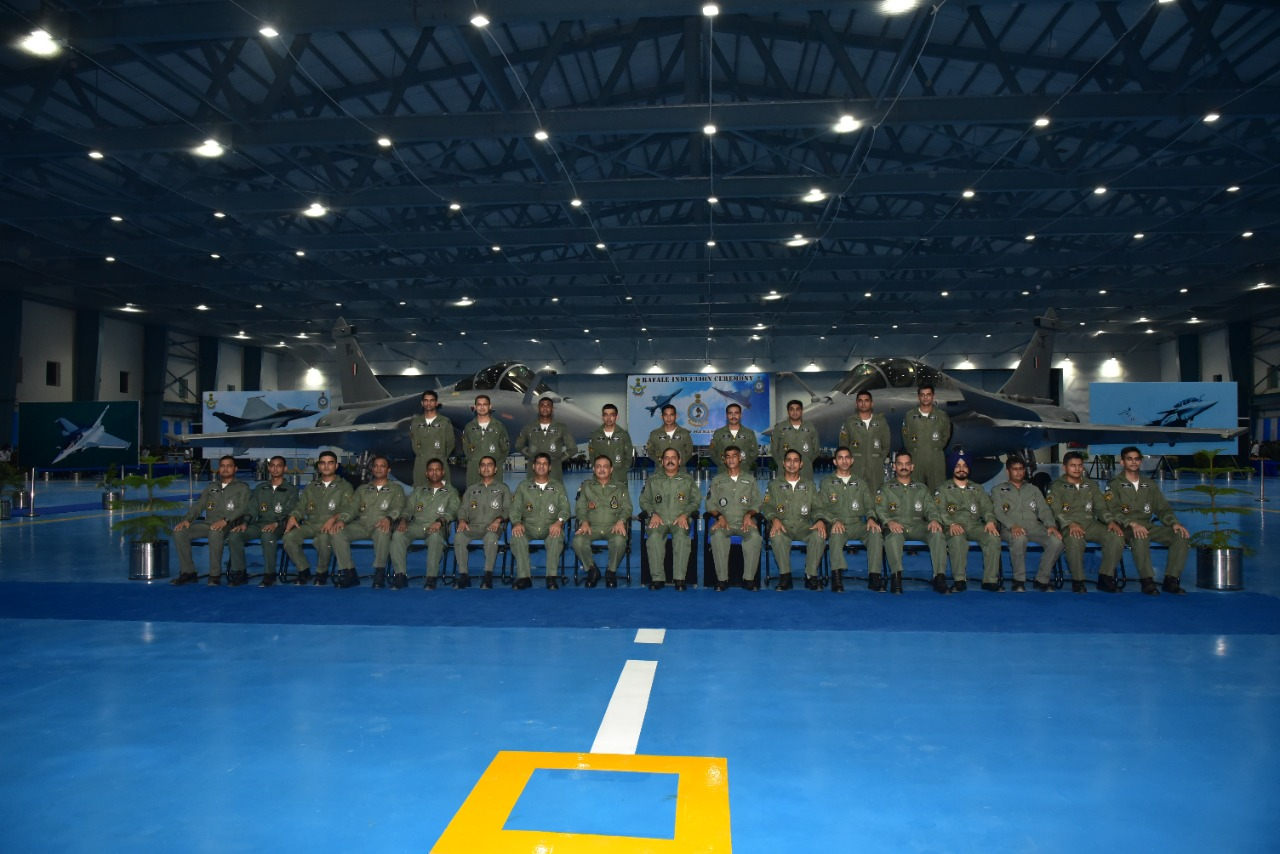 नए फाइटर जेट्स के इंडक्शन के मौके पर पहुंचे एयर चीफ मार्शल समेत वायुसेना के दूसरे अफसर।
