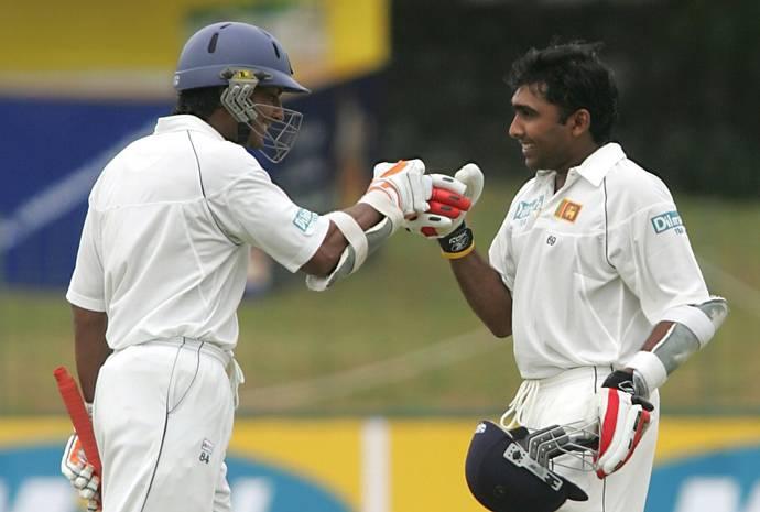 मैच के दूसरे दिन क्रीज पर महेला जयवर्धने और कुमार संगकारा।
