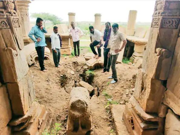 गुप्त खजाने के लालच में 1200 साल पुराने प्राचीन शिव मंदिर को खोदा, नंदी और शिवलिंग हटाकर दूसरी जगह रख दिए गुजरात,Gujarat - Dainik Bhaskar