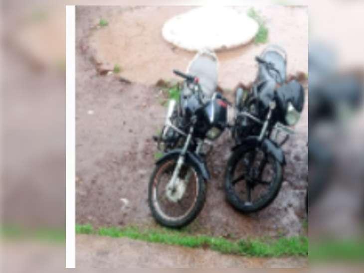 बाइक चुराकर कबाड़ी को बेचने आए चोर, कबाड़ी आने से पहले पहुंची पुलिस, बदमाश भागे, पुलिस ने चोरी की बाइक व अवैध हथियार समेत दबोचा ग्वालियर,Gwalior - Dainik Bhaskar