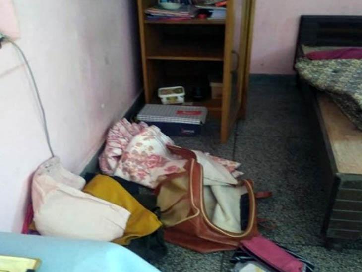 दो आरोपी गिरफ्तार और एक फरार; मकान मालकिन बोली- मायके गई थी, लौटी तो ताला टूटा और सामान बिखरा पड़ा था|चंडीगढ़,Chandigarh - Dainik Bhaskar