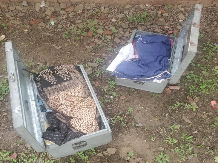 देर शाम सेक्टर-16 के सरकारी अस्पताल के बाहर पड़े थे, जांच-पड़ताल करने पर निकले कपड़े|चंडीगढ़,Chandigarh - Dainik Bhaskar