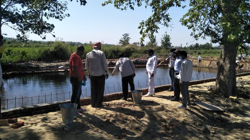 द्रोपदी घाट के पास शनि मंदिर और कृष्ण मुरारी मंदिर भी है।