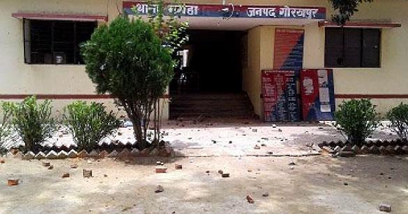 घर में रखा 2.50 लाख के जेवरात और कैश उठा ले गए चोर, शादी में गया था परिवार; जांच में जुटी पुलिस गोरखपुर,Gorakhpur - Dainik Bhaskar