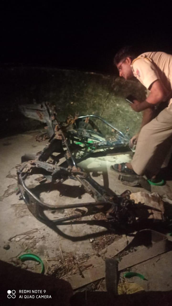 अलीगढ़ और बनेठा थाना पुलिस बुधवार रात पहुंची मौके पर, सीमा को लेकर दोनों थाना पुलिस डेढ़ घंटे तक रही पसोपेश में, बनेठा पुलिस ने सामानों को अलीगढ़ थाने को सौंपा|टोंक,Tonk - Dainik Bhaskar