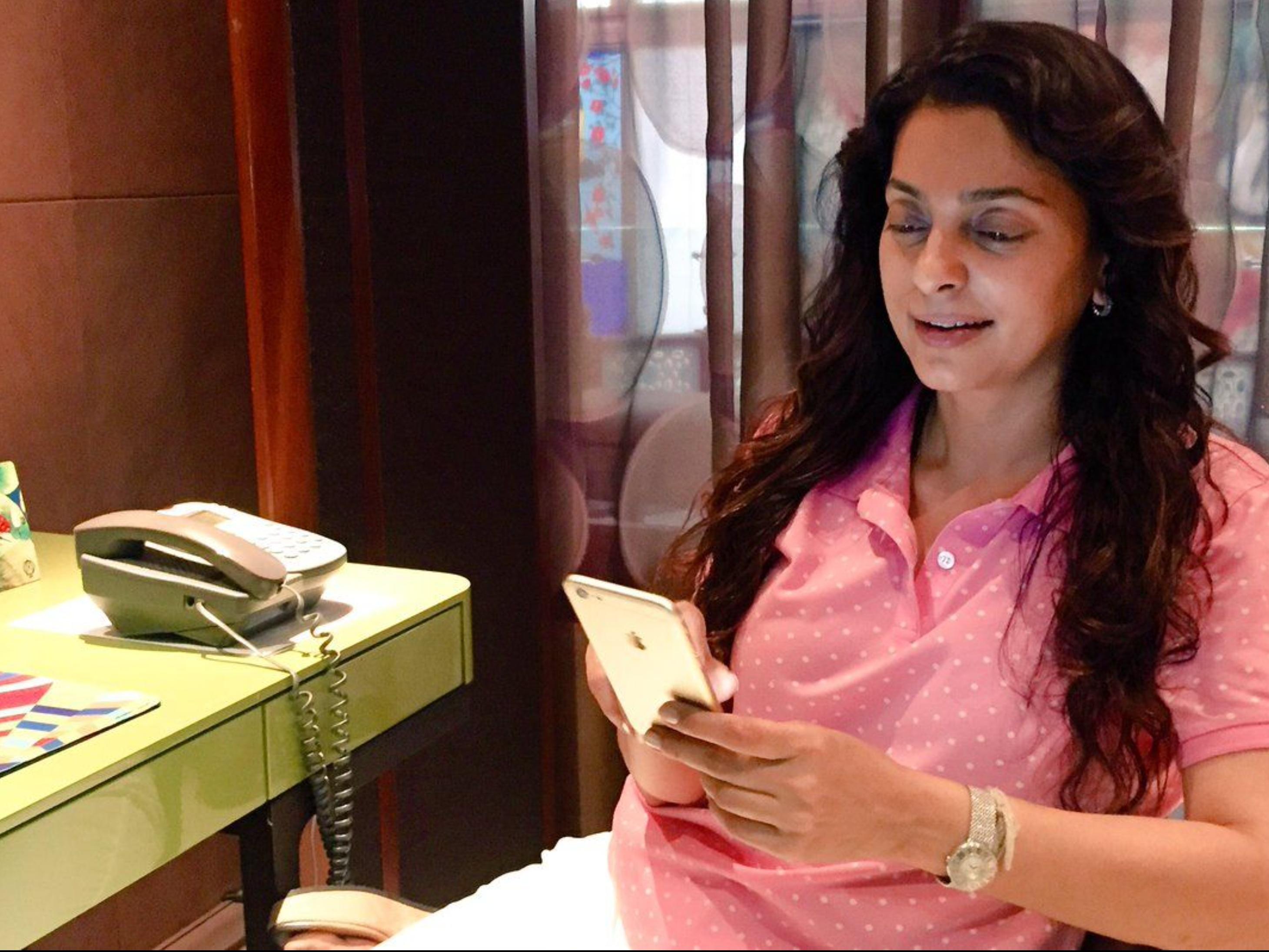 जूही चावला ने 5G के खिलाफ दिल्ली हाई कोर्ट से ख़ारिज हो चुके केस में बदलाव की मांग वाली याचिका वापस ली|बॉलीवुड,Bollywood - Dainik Bhaskar