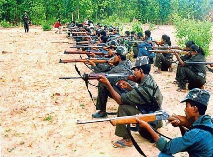 सभी ने कहा - हमें हाथों में हथियार नहीं शिक्षा के लिए कलम पकड़नी है,नक्सली जबरन करवाते थे संगठन के लिए काम, SP बोले- हम पढ़ाएंगे|जगदलपुर,Jagdalpur - Dainik Bhaskar