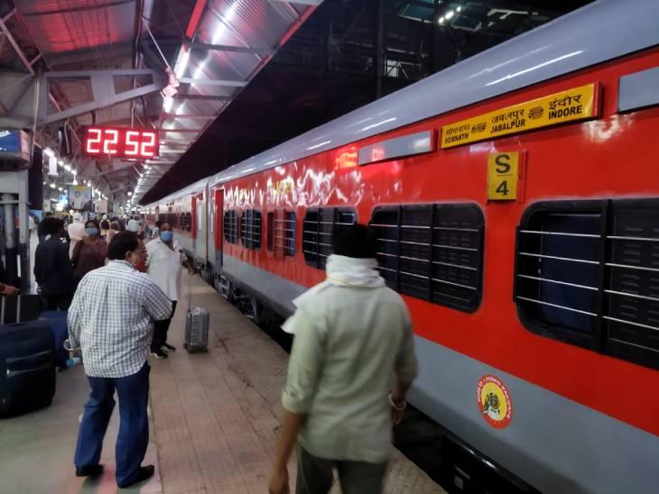 जबलपुर से संचालित पांच जोड़ी तो भोपाल से चलने वाली एक जोड़ी ट्रेनों में लगाए जा रहे एलएचबी कोच, वजन में हल्के तो सुरक्षा में बेजोड़|जबलपुर,Jabalpur - Dainik Bhaskar