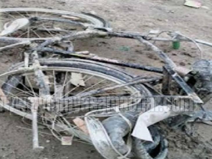 अम्बेडकरनगर में सड़क हादसा: साइकिल पर अपने दो भतीजों को बैठाकर घर लौट रहा था युवक, तेज रफ्तार डीसीएम ने तीनों को रौंदा; एक किशोर की मौत