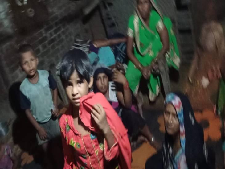 बदायूं में 10 साल का शिवम 15 अगस्त के लिए रिहर्सल करते वक्त फांसी के फंदे पर चढ़ा, स्टूल सरकने से कस गया गला बदायूं,Badaun - Dainik Bhaskar