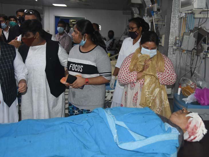हादसे की सूचना के बाद जज उत्तम आनंद के रिश्तेदार और न्यायिक पदाधिकारी अस्पताल पहुंचे थे।