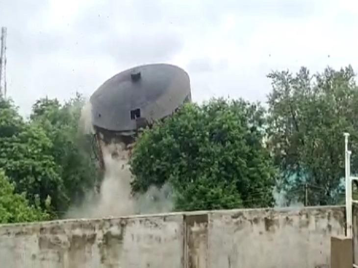टंकी के 6 में से 4 पिलर में लगाया गया विस्फोटक, 5 साल से नहीं हो रहा था इस्तेमाल; 30 जुलाई को 2 टंकिया और ढहाने की तैयारी|रायपुर,Raipur - Dainik Bhaskar