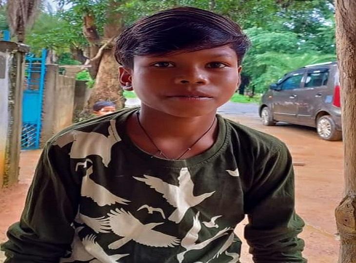 फोन पर क्रिएटिव टीम ने की बात, सुनाया सॉन्ग बचपन का प्यार... जल्द होंगे मुंबई रवाना|जगदलपुर,Jagdalpur - Dainik Bhaskar